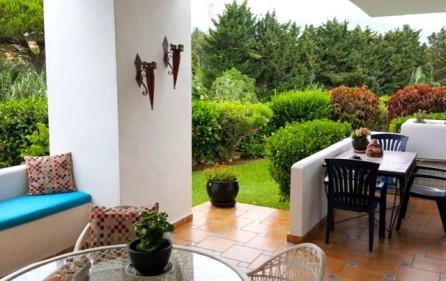 Terrass mot trädgården