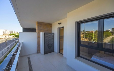 Exempel bakre terrass mot sovrum