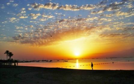 Los Alcazares i solnedgång