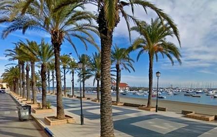 Los Alcazares marina och strandpromenad