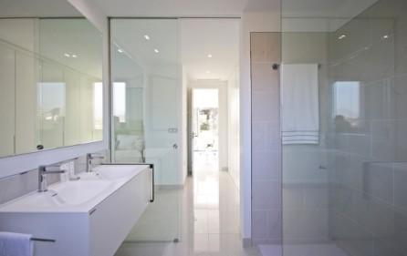 Badrum med walk-in dusch