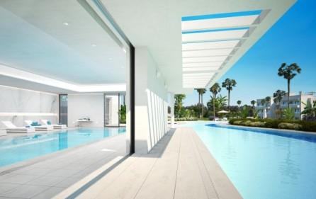 Pool utomhus och inomhus