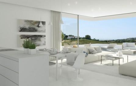 Salong med skjutbara glaspartier från golv till tak