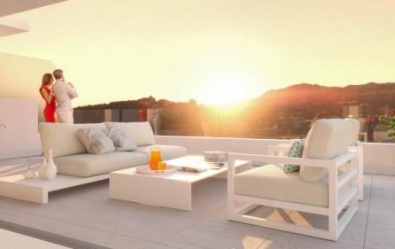 Terrass i västläge med kvällssol