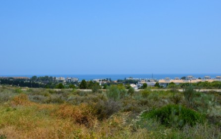 Tomt med utsikt mot havet