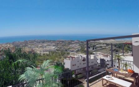 Utsikt mot havet från takterrass