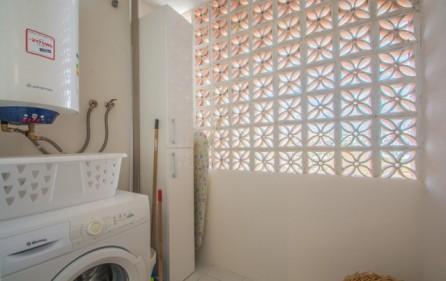 Tvättrum vid köket