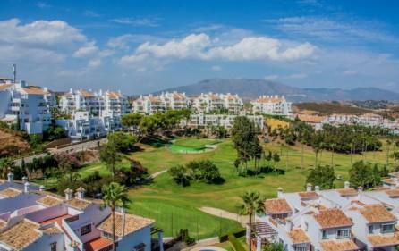 Utsikt från terrass mot golfbanan i Miraflores