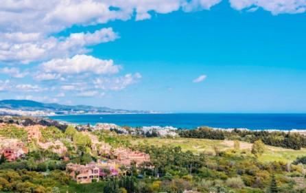 Utsikt mot havet från terrass