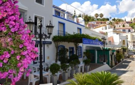Restauranger i byn La Heredia