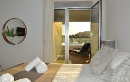 Utgång till terrass från sovrum 1