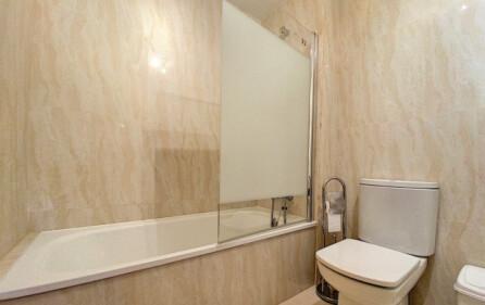 Badrum 1 med badkar